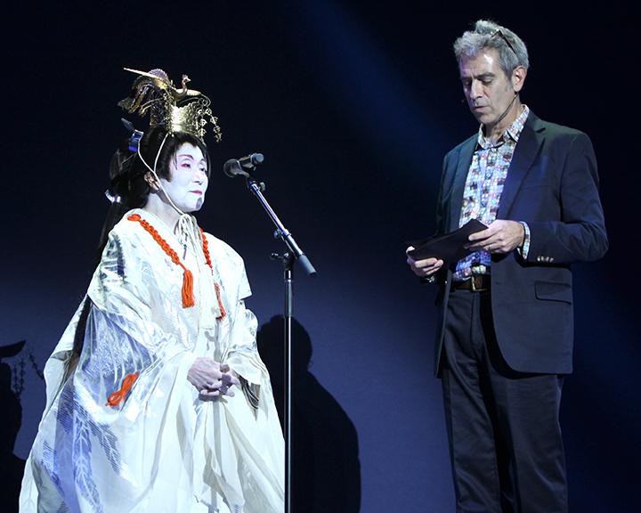 Marco Werman interviewing Gertrude Yukie Tsutsumi at the 2015 National Heritage Fellowship Concert, Washington, D.C., photograph by Michael G. Stewart.