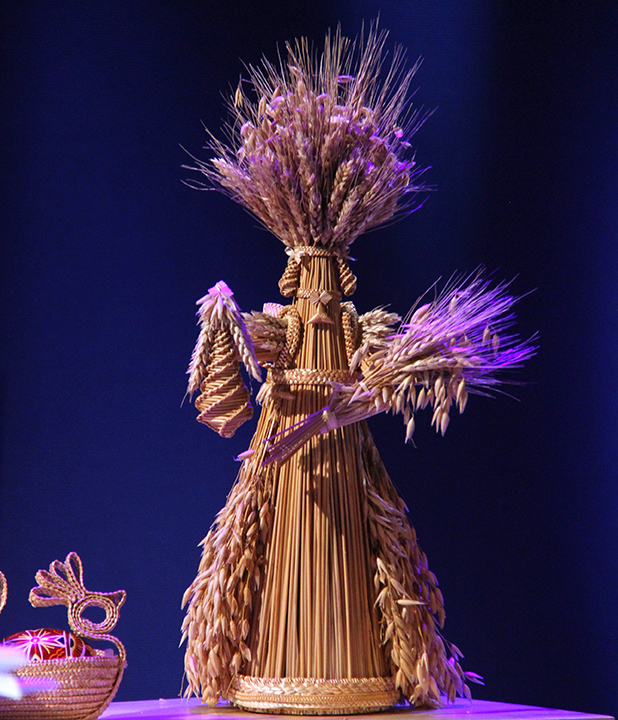 Sidonka Wadina displaying one of her straw lanterns at the 2015 National Heritage Fellowship Concert, Washington, D.C., photograph by Michael G. Stewart.