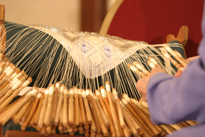 Rosa Elena Egipciaco working at her *mundillo* (loom), photograph by Jim Saah, courtesy National Endowment for the Arts