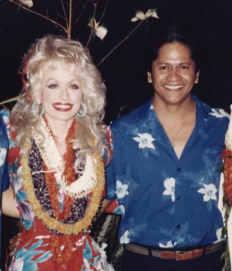 Ledward Kaapana with Dolly Parton, 1987, courtesy Ledward Kaapana