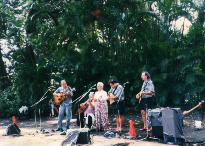 Raymond Kane (seated), Queen Emma, Nuuanu, November 1997, courtesy Raymond Kane
