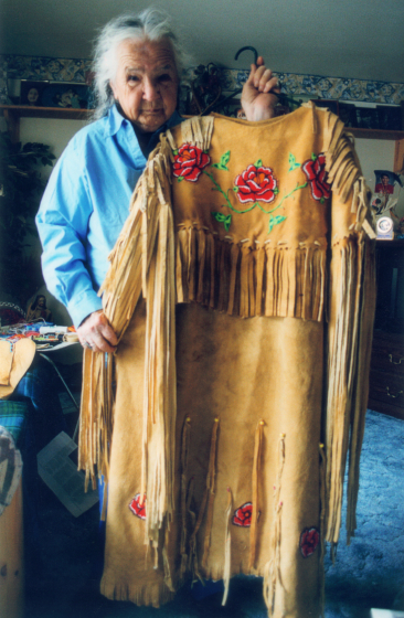 Agnes 'Oshanee' Kenmille with hand-crafted regalia, Roslyn, Virginia, 2003, photograph by Alan Govenar