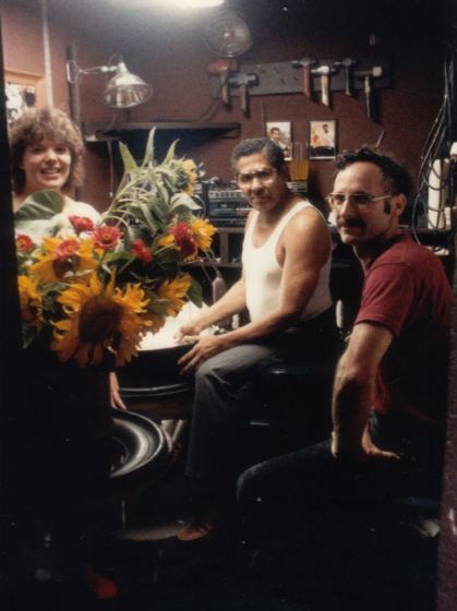 Elliot Mannette works with friends in Vancouver, Washington, in the mid-1980s. Photograph by Kaethe George, courtesy Mannette/George Private Archival Collection