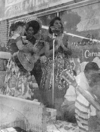 Carmencristina Moreno singing with her parents in El Dueto de Los Moreno, courtesy Carmencristina Moreno