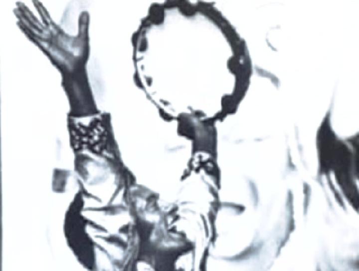 Carlinhos Pandeiro de Ouro parading with Mangueira during Carnaval, Brasil, 1982, Courtesy Carlinhos Pandeiro de Ouro