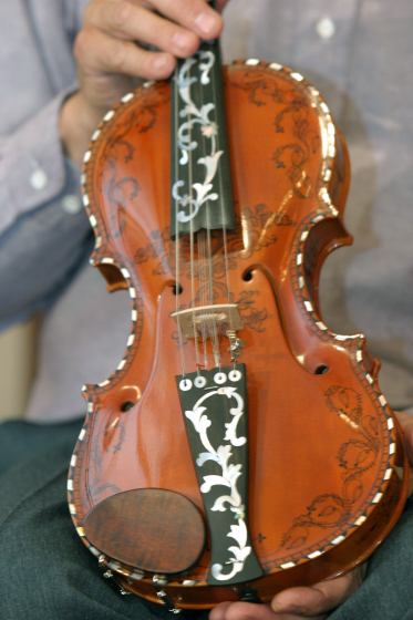 Ron Poast's Hardanger fiddle, 2003 National Heritage Fellowship Concert, Arlington, Virginia, courtesy National Endowment for the Arts