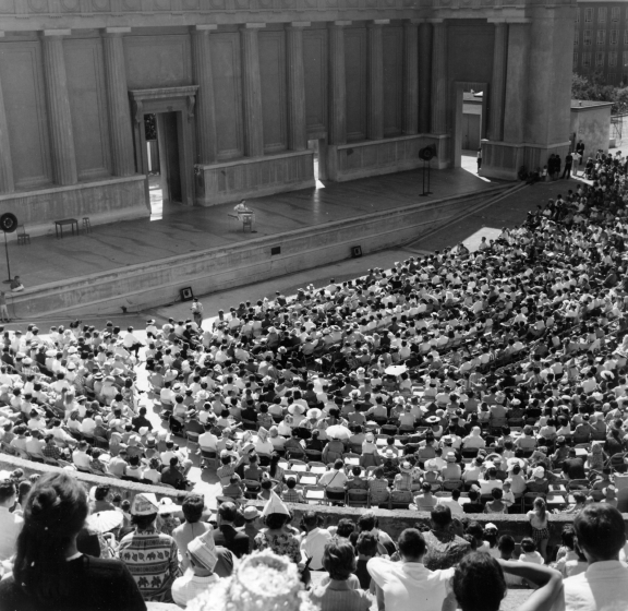 About this photograph, George Pickow said, 'The Berkeley Festival was I believe the first of the big USA folk festivals. They were presented by Barry Olivier, and Jean performed at all or most of them. The Greek Theatre there was a thrilling place to sing.' Courtesy Jean Ritchie and George Pickow