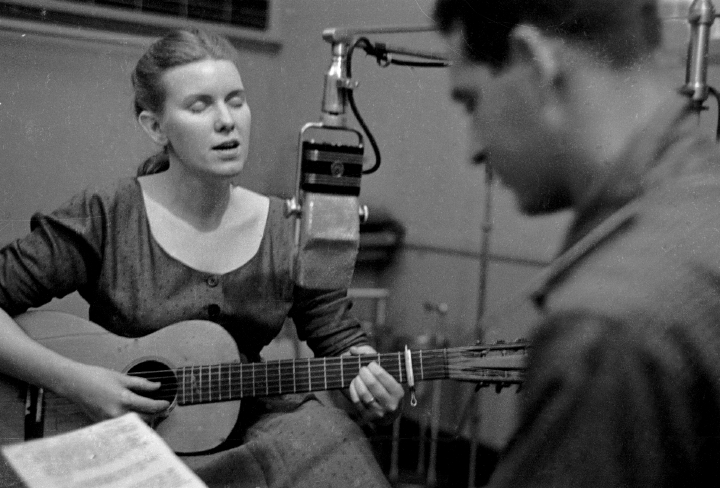 Jean Ritchie and Oscar Brand singing a duet during a WNYC broadcast in New York City. Photograph by George Pickow, courtesy Jean Ritchie and George Pickow
