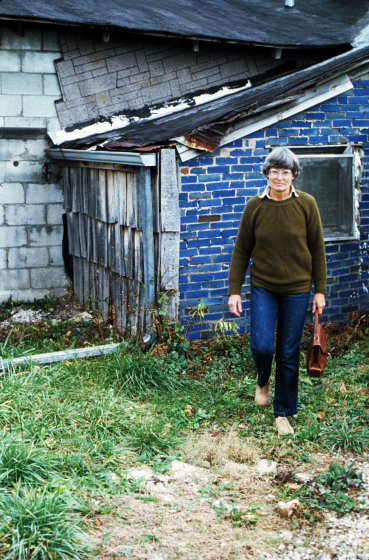 Nancy Sweezy at Bybee Pottery in Kentucky, 1982, courtesy Nancy Sweezy