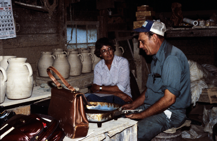Nancy Sweezy interviewing a potter in Alabama for her book *Raised in Clay*, 1982, courtesy Nancy Sweezy