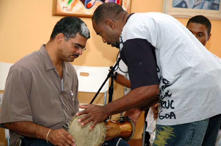 Ezequiel Torres *batá* workshop, courtesy National Endowment for the Arts
